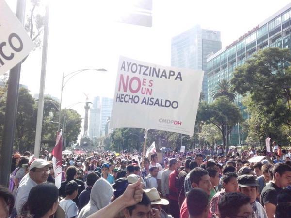 #JusticiaParaAyotzinapa hoy todo México en las calles http://t.co/Q0XCDJkMcV