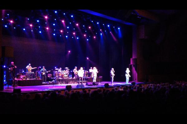 RT @NorthrupSandy: An amazing end to a great day!! @oakridgeboys http://t.co/6mIesqN3Aj