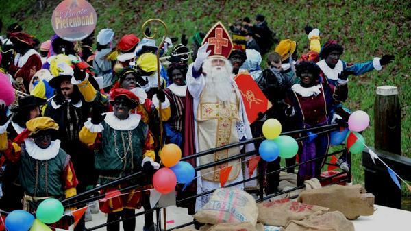 'Jumbo past Zwarte Piet niet aan': Dag Albert Heijn, hallo Jumbo! http://t.co/ZI1cuhFnzq http://t.co/SPo8c54K7j