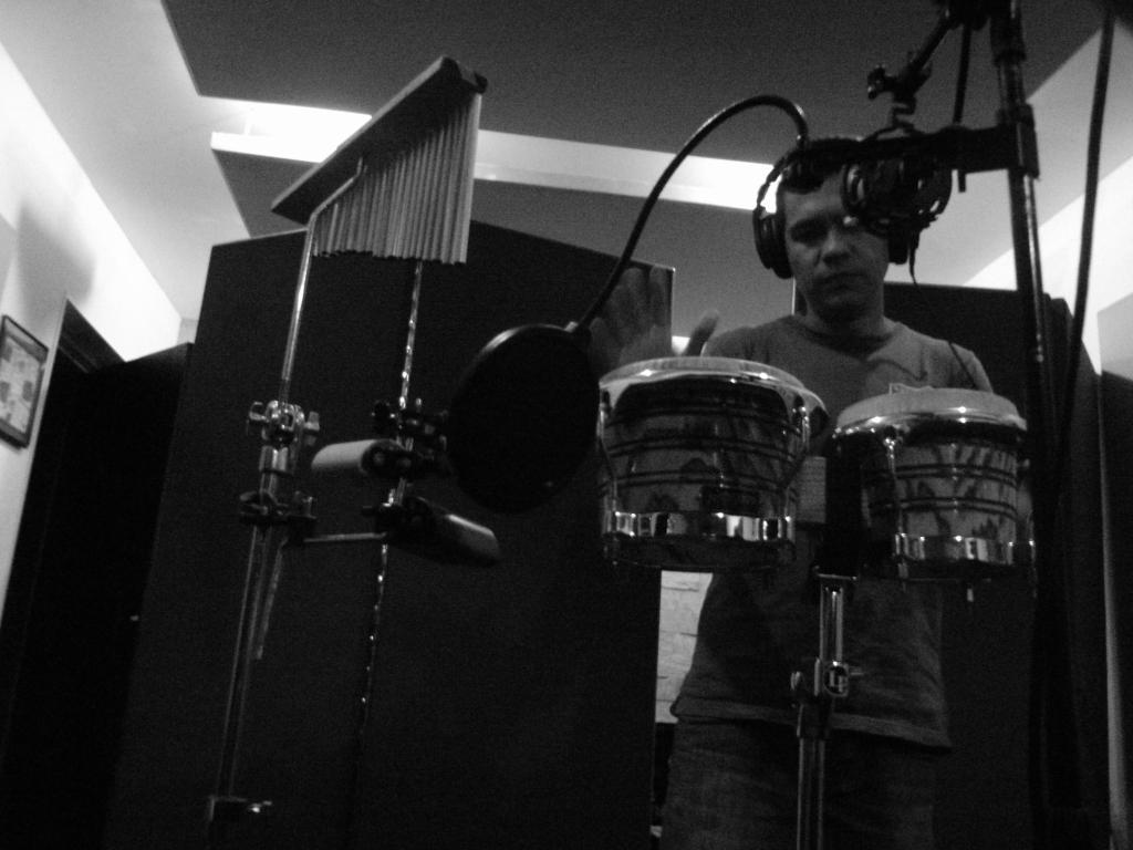 Proceso de percusiones donde nuestro sponsor @sonidohenry !! Raza Natural trabajando firme http://t.co/CCXFV8iqRC