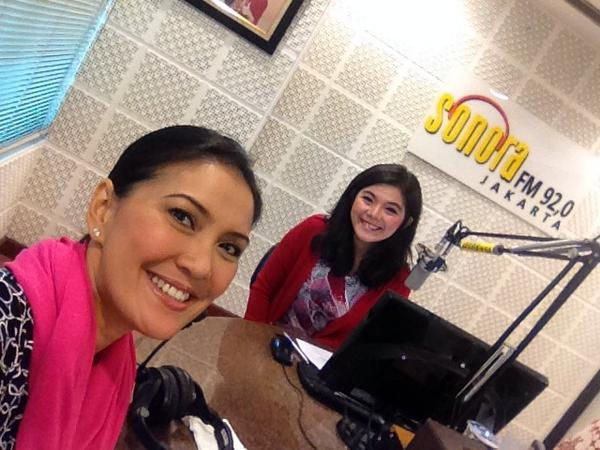 Ready!!! Stand by ON AIR!!!! @MerryRiana @SonoraFM92 http://t.co/uHkHJ462m5