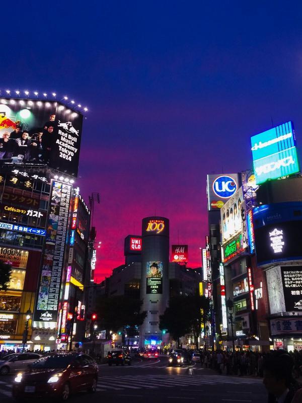 渋谷の空が不思議色。 http://t.co/iHcGKUfs2G
