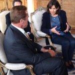 RT @Anne_Hidalgo: Je reçois le gouverneur Arnold @Schwarzenegger à @Paris pour discuter du dérèglement climatique. http://t.co/q5XyRZIPSO