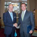 RT @LaurentFabius: Avec @Schwarzenegger à l'ouverture de la 2ème journée du @Regions20 #climat #COP21 http://t.co/vhotPLTqbA