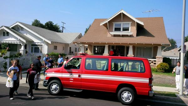 LAFD, Red Cross and other partners installing smoke alarms in South Los Angeles @RedCrossLA http://t.co/gsyAlYjMbo