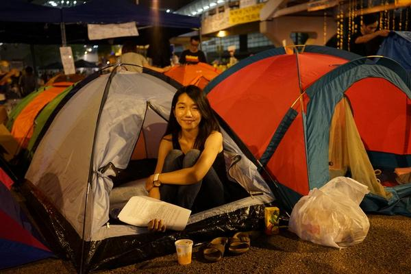 """MT @wilfredchan Shelly: """"When I see everyone settled in their tents I feel we're all in this together"""" #OccupyCentral http://t.co/vnIZ3hbkwQ"""