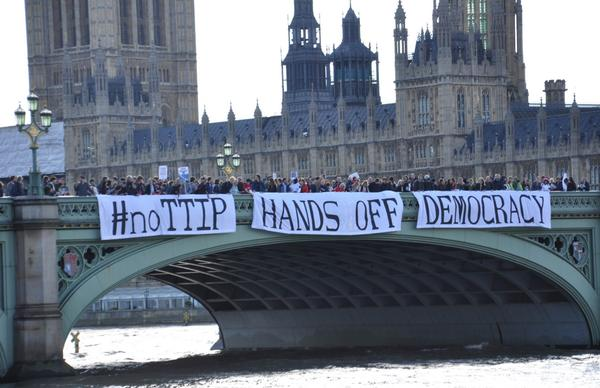 Amazing banner drop in front of parliament. We can defeat #TTIP >>> http://t.co/hPNVtP877L #NoTTIP http://t.co/7t2Q2cjxA2
