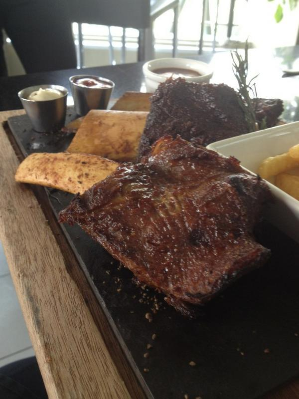 Why we love Sunday? Because all the rules are out the window! #Ribs #Beer #SundayVibes #BrewRibs http://t.co/EW0JLIhOKe