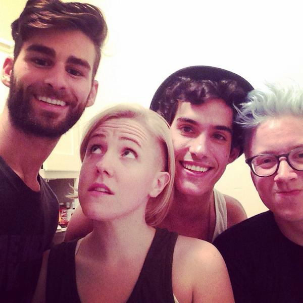 Power hour with these freaks! Happy #NationalComingOutDay! @harto  @oriolpamies @tyleroakley http://t.co/GF1xIDxTsL