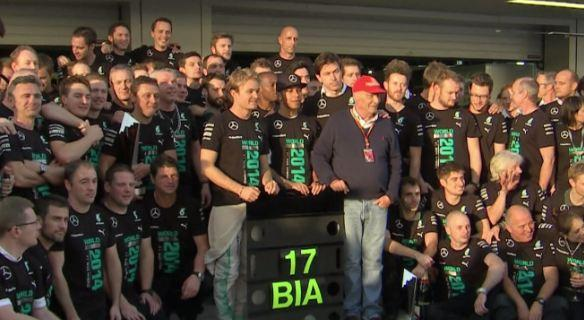 Even in their greatest moment of celebration, @MercedesAMGF1 prove how unbelievably classy they are. #ForzaJules http://t.co/iflCmh5xsm