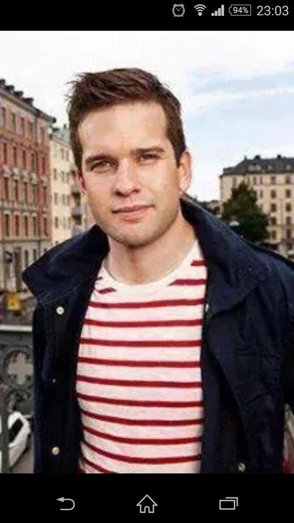"""İsveç'in yeni sağlık bakanı.. """"hastasıyız"""" deyip, bakanlıktaki kapıları kırmasalar bari.. http://t.co/luwMCKO0aZ"""