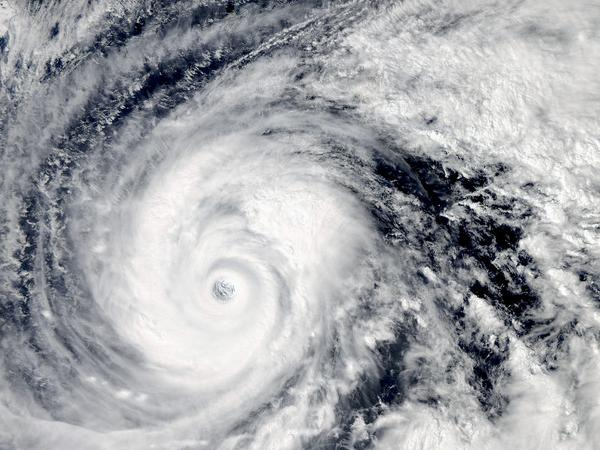 宇宙から見た #台風19号 の目。#Vongfong eye looks #japan http://t.co/IVSzST9gSL