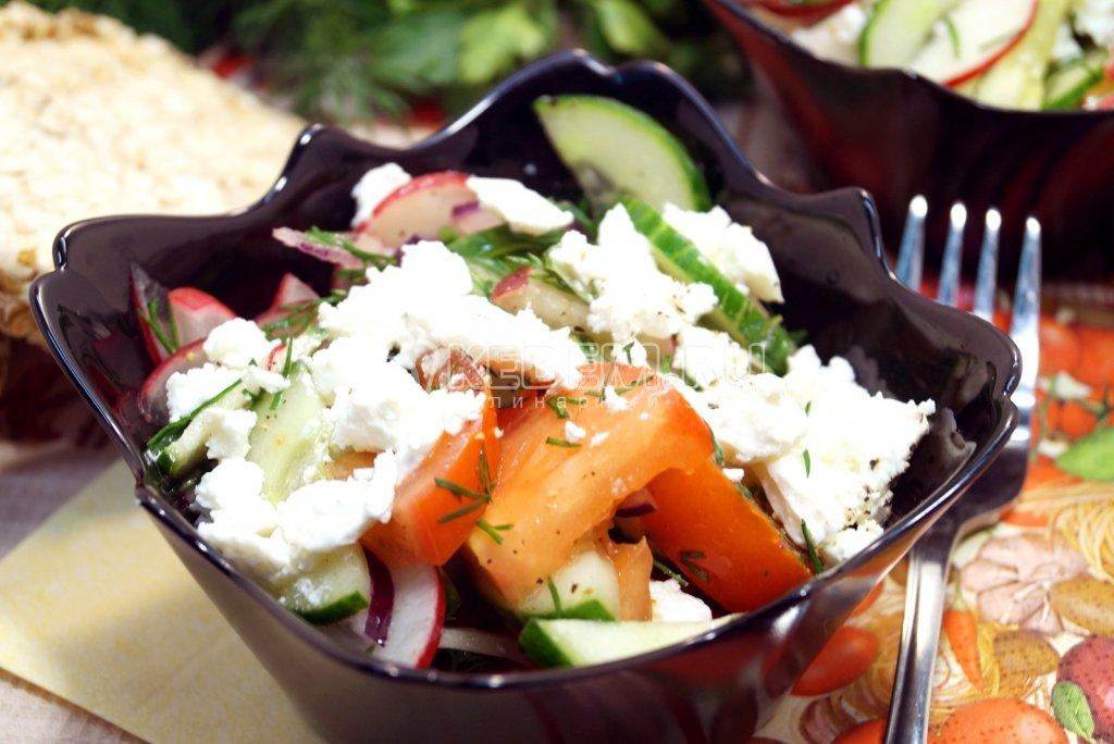 Как приготовит салат с брынзой