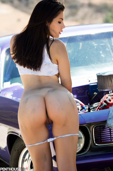 Free oil change, anyone? @ValeNappi https://t.co/H87yy5EBP1