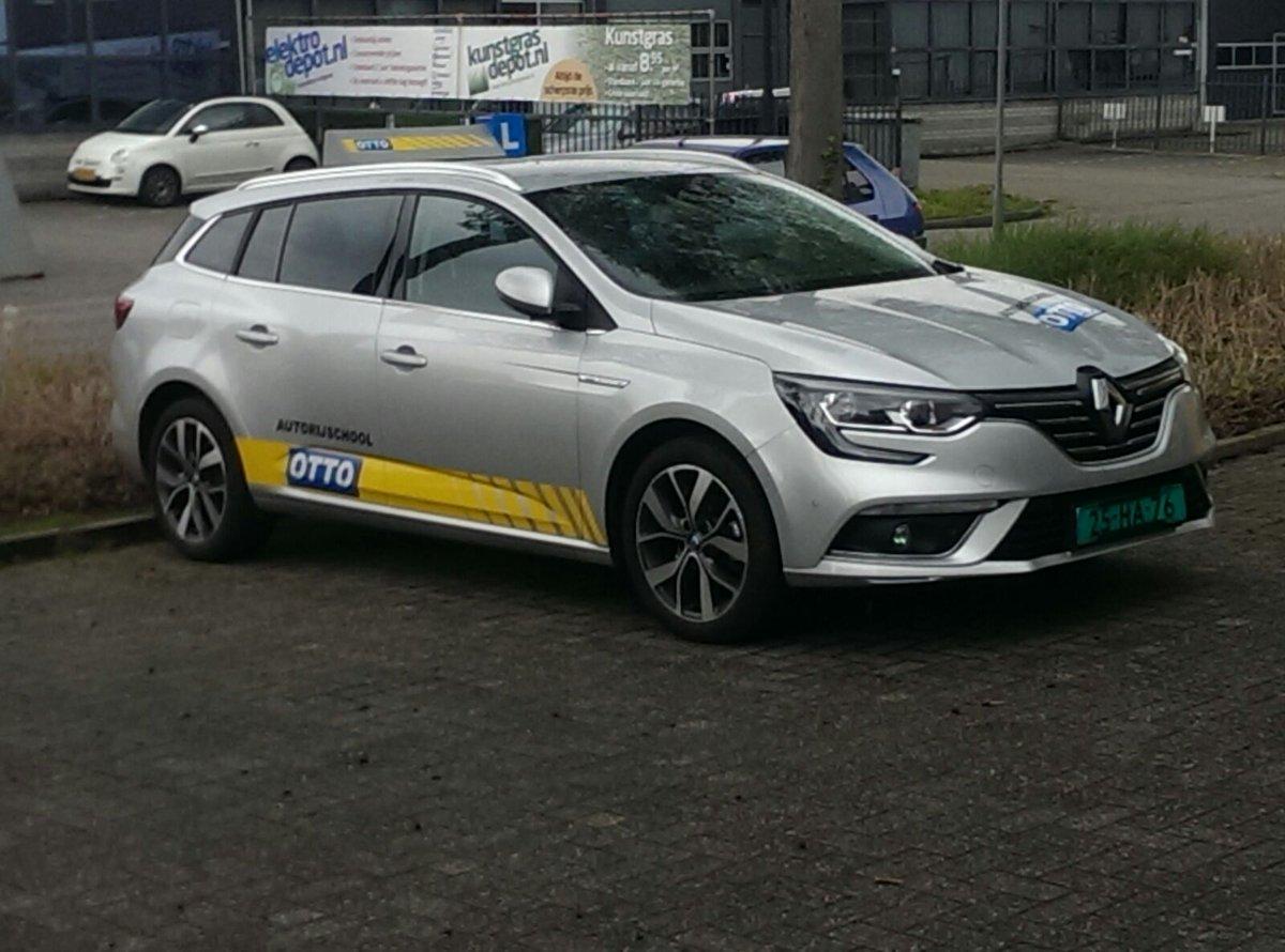 test Twitter Media - De nieuwe lesauto is bijna gereed, met dank aan Renault dealer Auto Bouman, Drésign Belettering en Peter Claassen dubbele bedieningen. https://t.co/Zegs2AnrZn