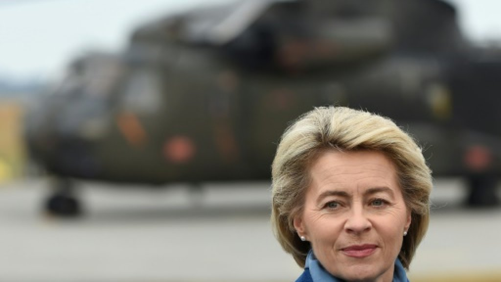 German defence minister scraps US trip over soldier scandal