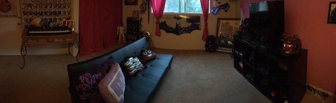 My streaming room is done! Finally!! https://t.co/DjPNdrwAGe