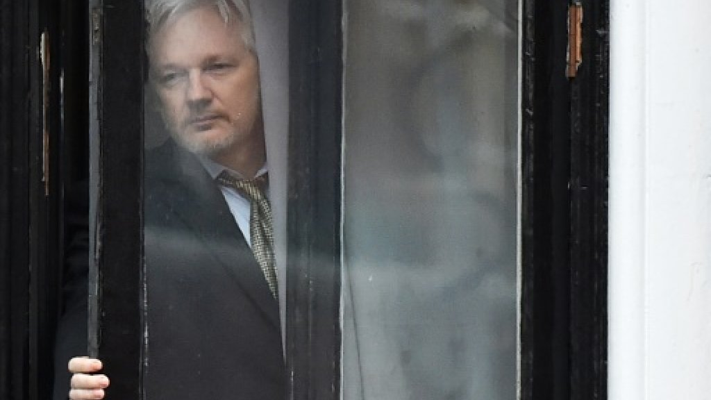 Assange demands Sweden drop arrest warrant