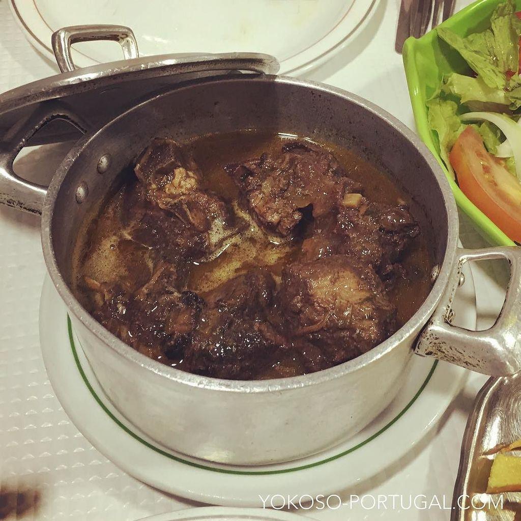 test ツイッターメディア - ポルトガル中部地方の郷土料理、Chanfana。山羊の肉をゆっくり赤ワインで煮込んだ一品。 口の中でお肉がとろけます。 #ポルトガル料理 https://t.co/wnGlTktwM0