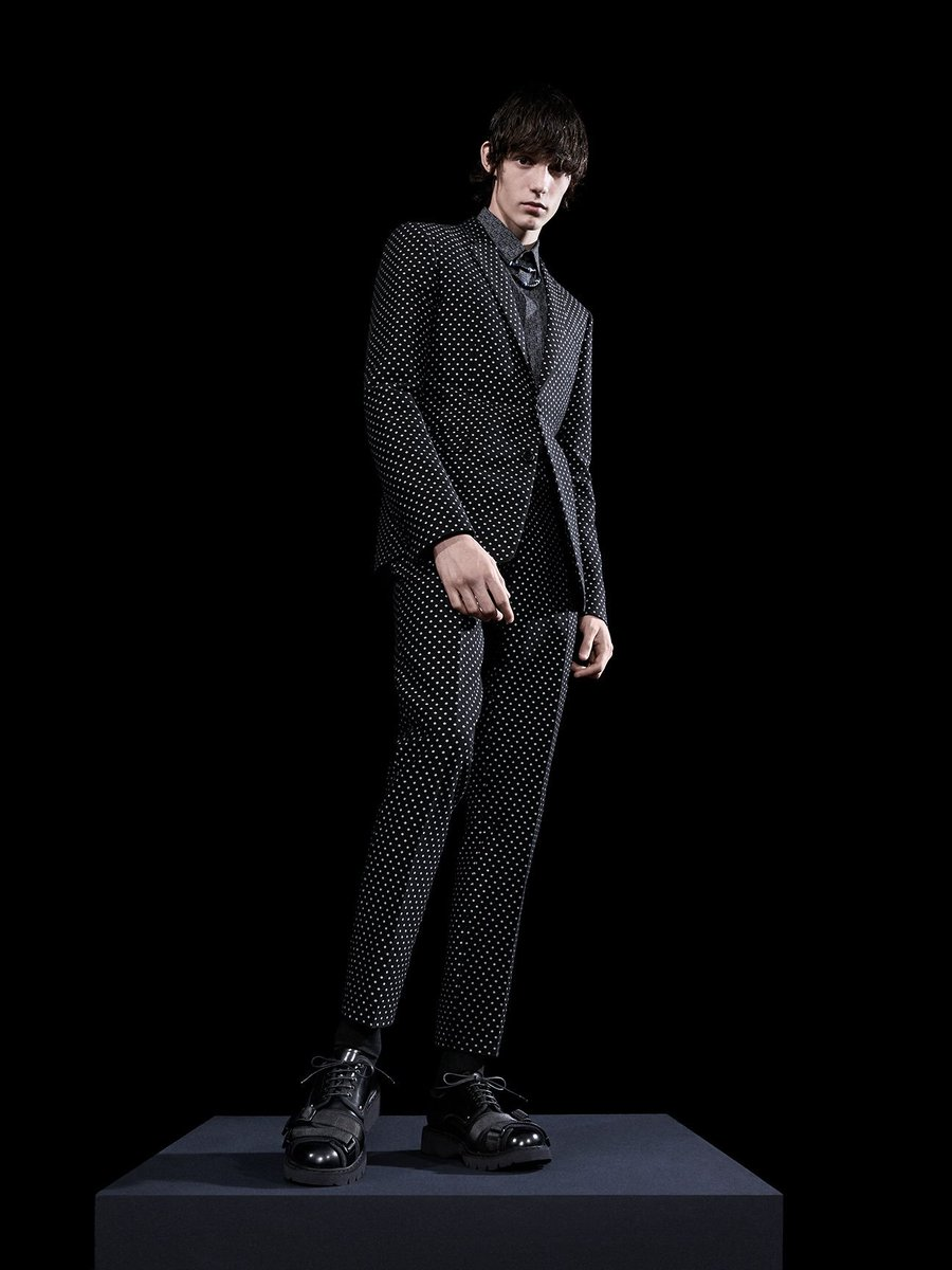Discover looks from the just-released #DiorHomme Fall 2017 collection now https://t.co/MF6kv7ynRN. #DiorTokyo https://t.co/iB8qu2bm6g