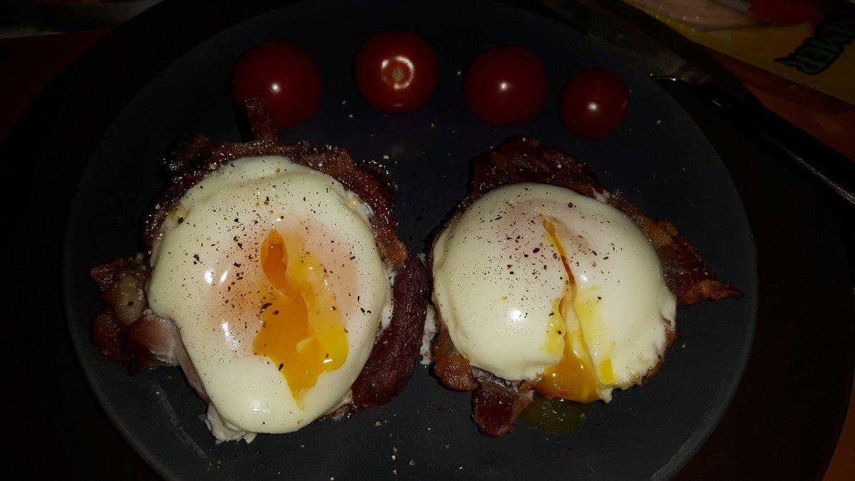 Foodporn am Morgen.  Baconspiegeleier aus der Muffinform. Innen perfekt wachsweich. 😍😋  #foodporn #dasperfektedinner https://t.co/DdqCdErTEr