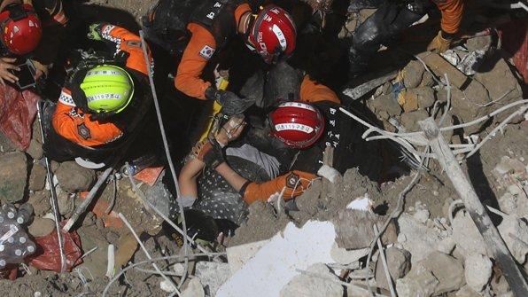 오늘 서울 강남의 한 철거 공사 현장에서는 건물 바닥이 붕괴돼 몽골인 근로자 두 명이 매몰됐다가 구조됐습니다. https://t.co/tRN4SDCYgX