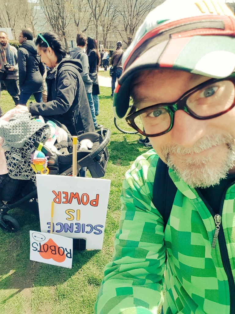 "test Twitter Media - Bratlett & I enjoying the solar powered @arduino build & message of ""Science is Power"" sign... Well marched Toronto! @ScienceMarchDC https://t.co/uuGDgs8Y8K"