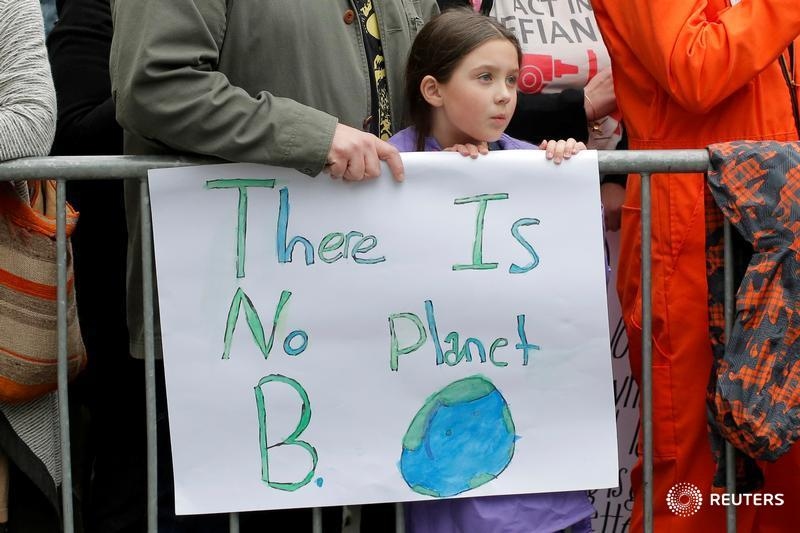 Thousands of people turn out in EarthDay March for Science: