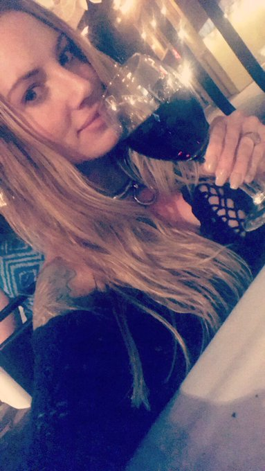 No makeup & 🍷 & 🎼 https://t.co/rr5hLhS8Iw