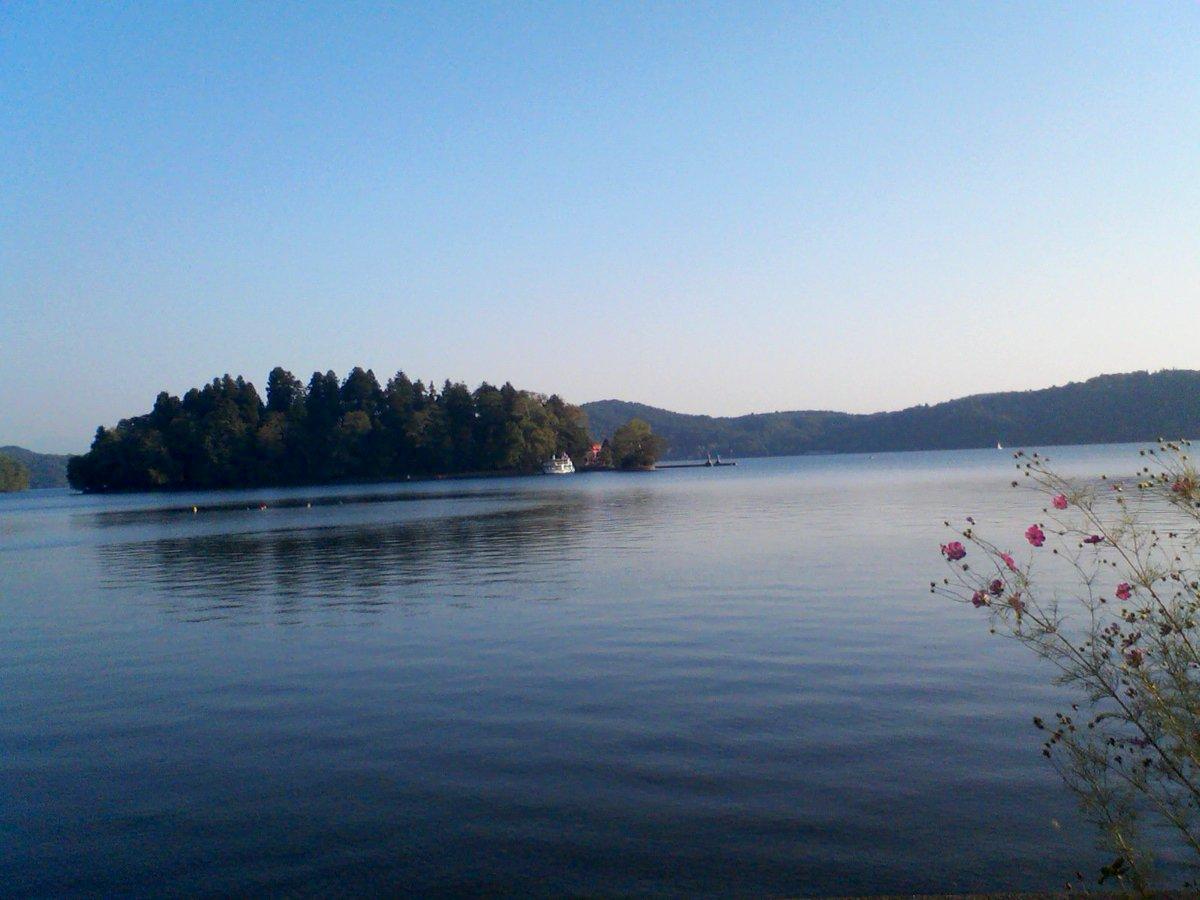 中勘助先生『銀の匙』誕生の地野尻湖の風光信州上水内郡(かみみのちぐん)信濃町琵琶島(弁天島)が浮ぶ