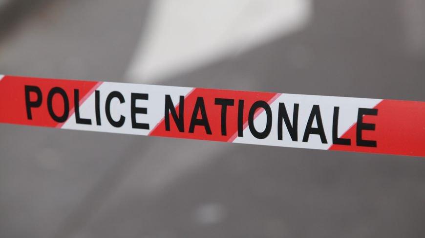 🇫🇷 #Besançon Le videur d'une boite de nuit tué à coups de couteau. https://t.co/t2AhPYhTRc