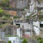おぉー… なんかラピュタみたいだ。これ、今まで見た廃墟の中で一番神秘的かもしれん。