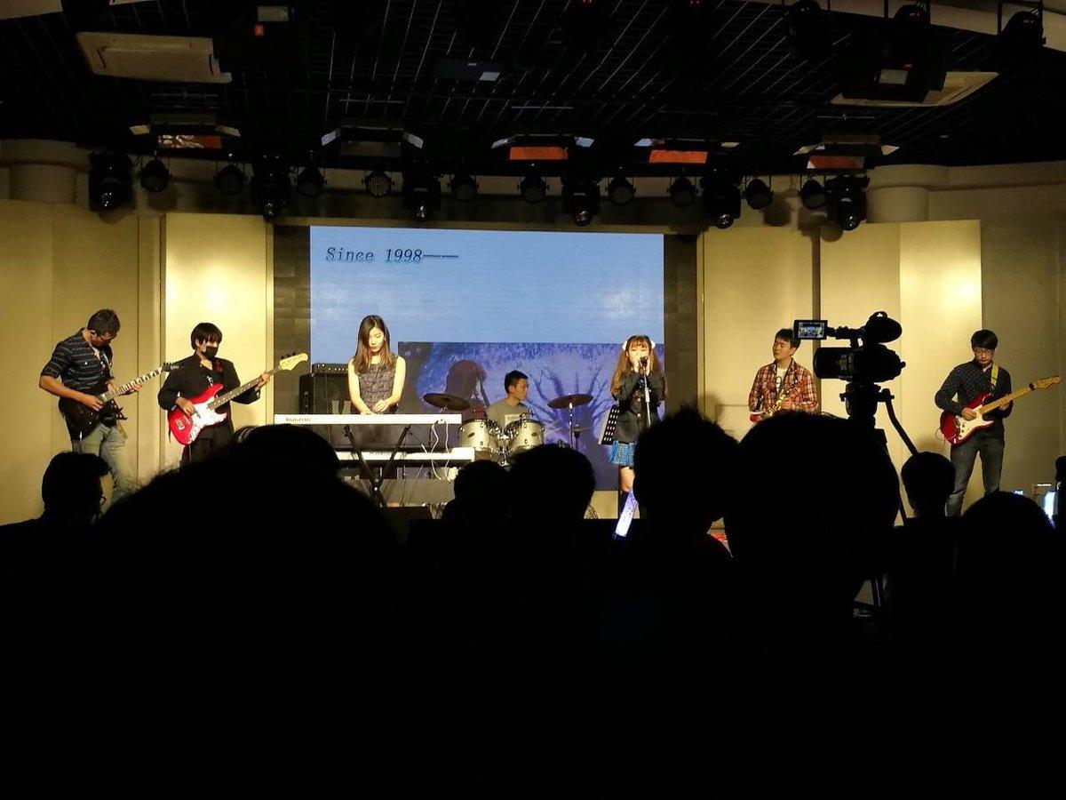 中国上海の復旦大学で white album2のライブが開催されている 🎹🎸😝    #whitealbum2