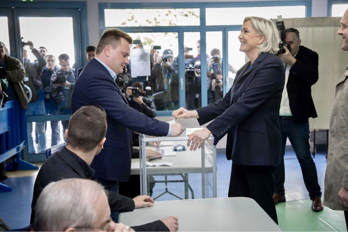 RT @MLP_officiel: A voté 🗳 #JeVote https://t.co/ZZTw1ZAe7F