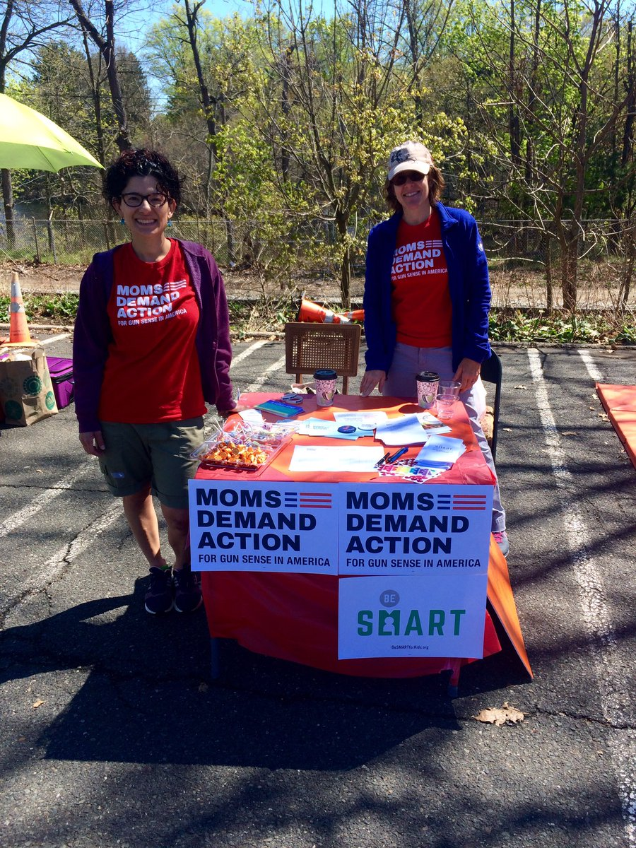 RT @lursa27: Spreading some love, lollipops, and info about CCR with @MomsDemand in the Jerz. #KeepGoing #GunSense https://t.co/QHq8sSn3ee