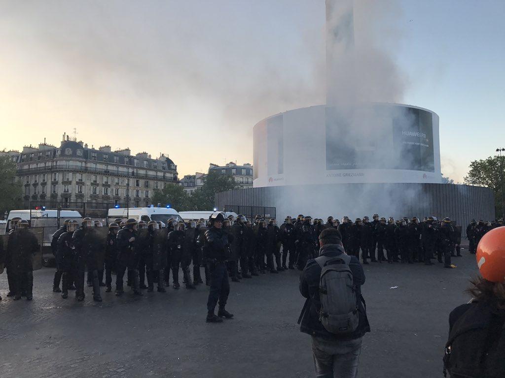 🇫🇷 #Paris Incidents en cours entre Bastille et République. Nombreuses dégradations. CRS déployés. https://t.co/HZH4S9u60j