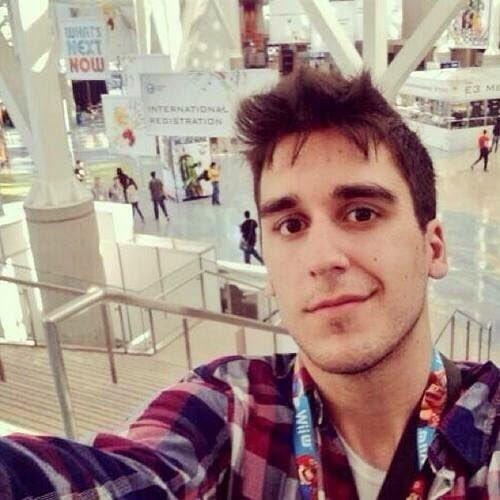 SE BUSCA: Hombre joven, alto, andaluz, semi-atractivo, ha desaparecido de YouTube. Si le encuentran por favor llamen al 1770646281