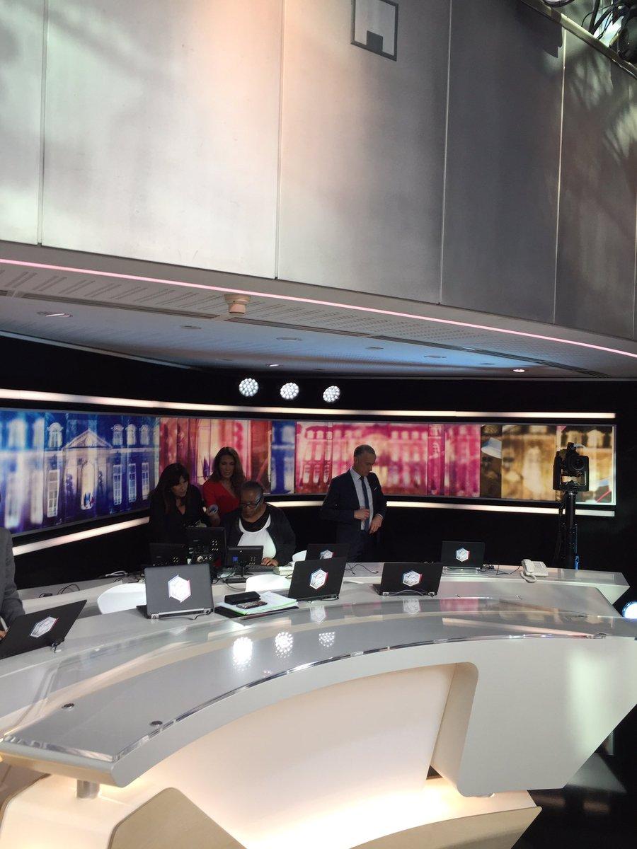 @CNayl est aux côtés de @GillesBouleau et @ACCoudray  Ils répètent le reveal des candidats prévus à 20h