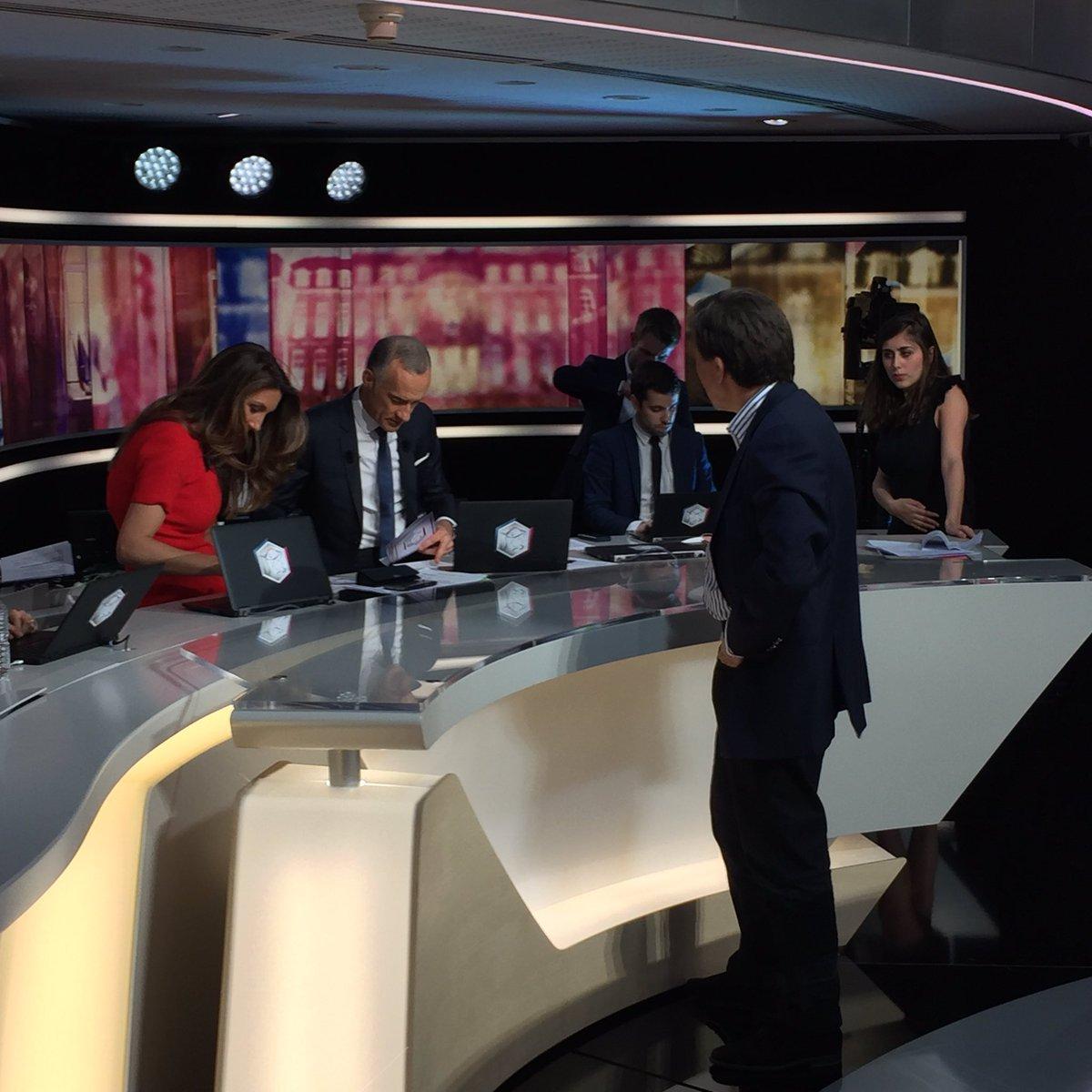 À 10 minutes de l'antenne, @gillespelisson vient encourager @ACCoudray et @GillesBouleau