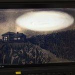 日曜深夜「 #闇図鑑 」今夜もイヤーな気持ちで週末を終えてくださいっ!今夜は第4闇。「謎の円形の正体」謎の円形ってなんで