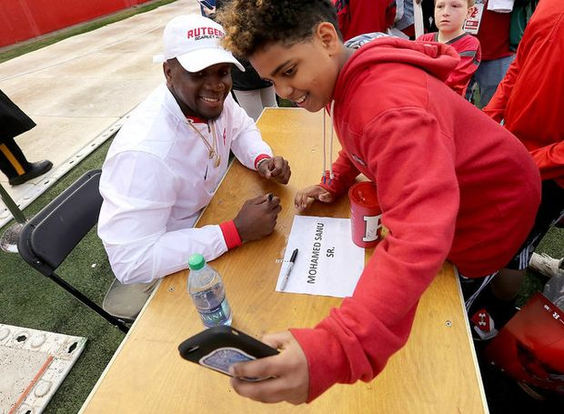 Rutgers great Mohamed Sanu's quiet actions inspire anonymous family to send note https://t.co/U4icqmJgsn