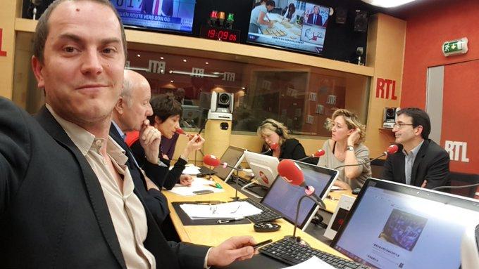 Soirée spéciale sur #RTL ! Manquent sur cette photo @nicodomenach, @AlainDuhamel et @FogielMarcO. 😉