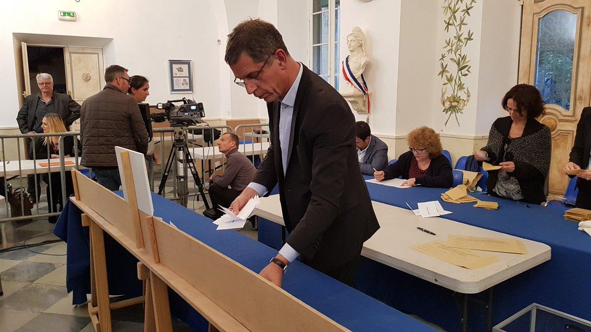 Macron et Le Pen qualifiés pour le second tour de l'élection — Résultat