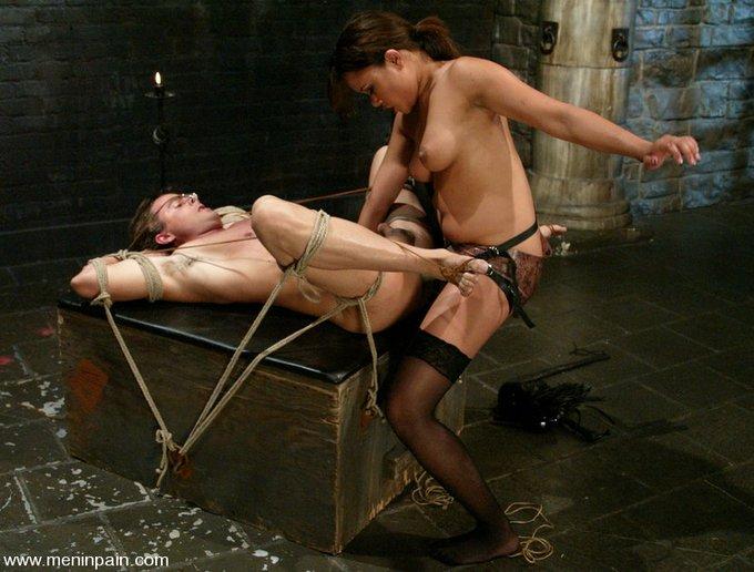 https://t.co/1kw92IU0Br #AnnieCruz #strapon #pegging #femdom #bondage #chastity #teasing #footjob https://t