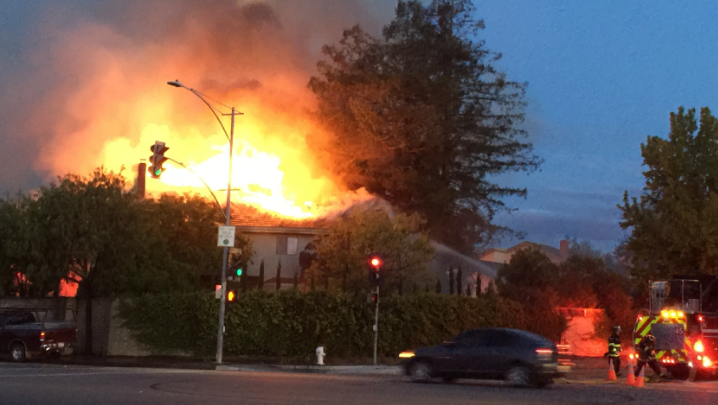 A woman received burns to her hands in a 2-alarm #Sunnyvale fire. https://t.co/8ei0ksFj9P