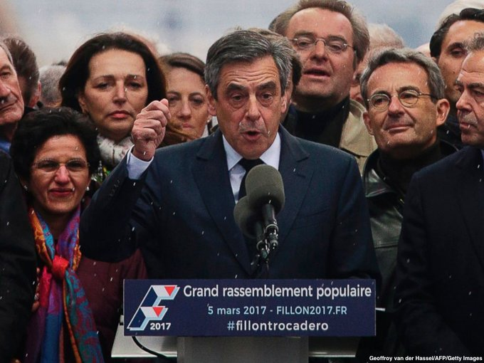 MORE: French conservative Fillon calls on supporters to support centrist Macron against the far-right leader Le Pen. https://t.co/i2Ehsu31AN