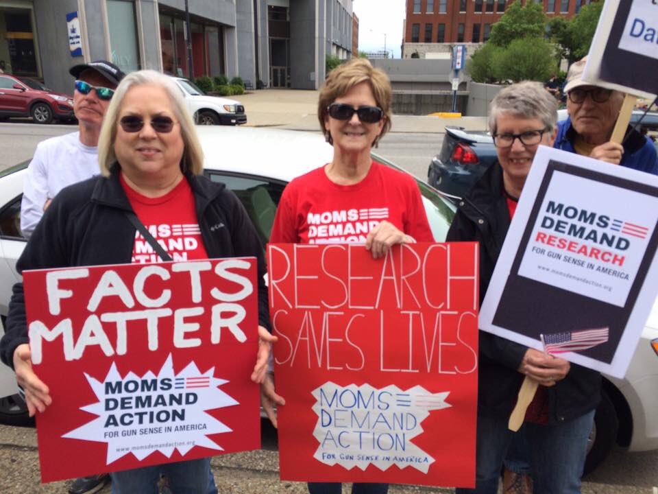 RT @ccoartney: .@MomsDemand KY Moms #marchforscience was today, because it's Derby time in the Bluegrass. https://t.co/BekLl6JjcT