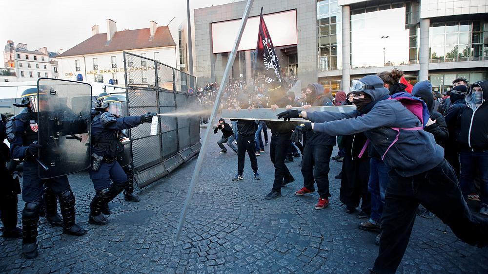 Gewaltbereite Demonstranten protestieren gegen Wahlergebnis in Paris https://t.co/xF4wH6Fuu5