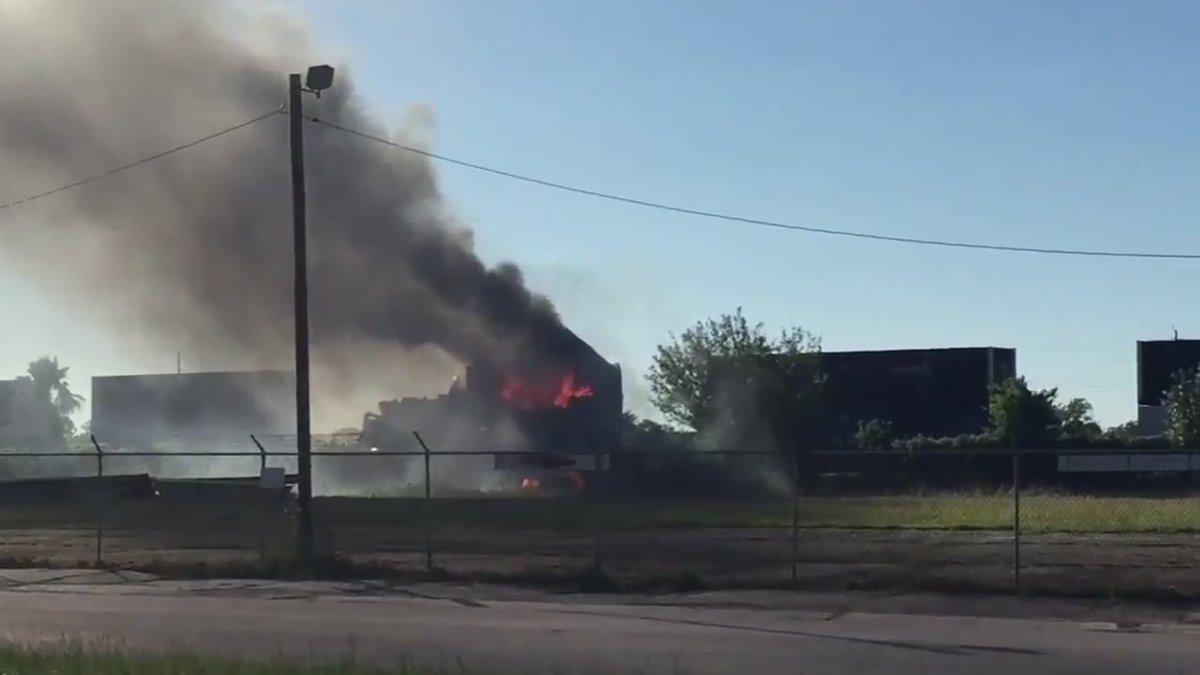 Eyewitness: 'Loud boom' heard after train fire near downtown Houston: https://t.co/hbAFfrJigG