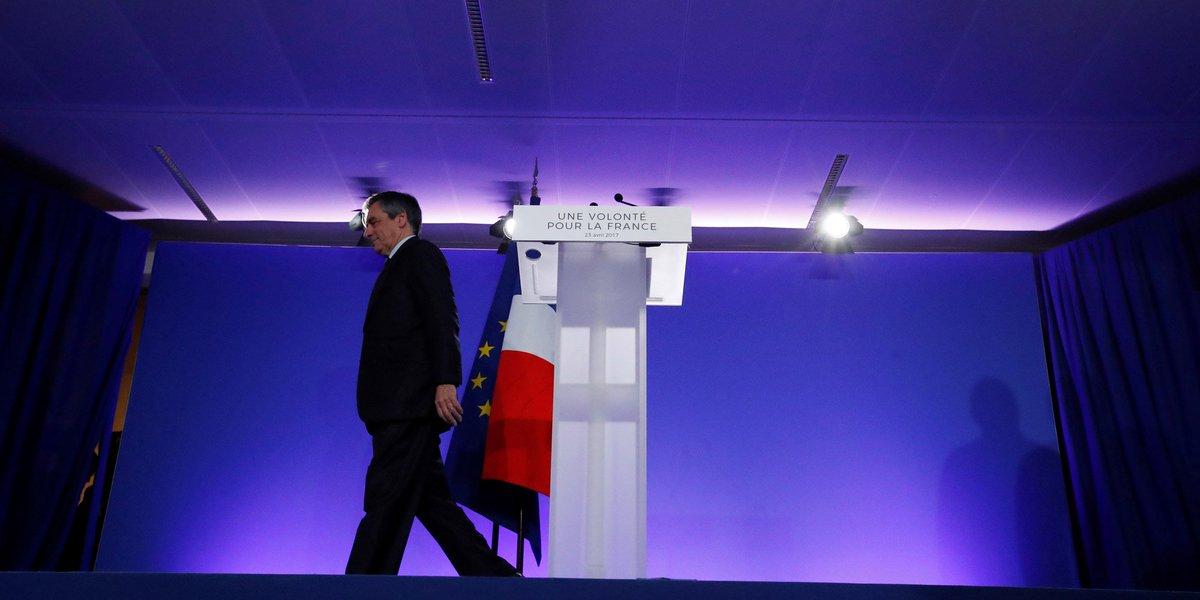 Au QG de Fillon, la droite entre larmes et amertume https://t.co/jZquneQyKL par @Chr_Ollivier